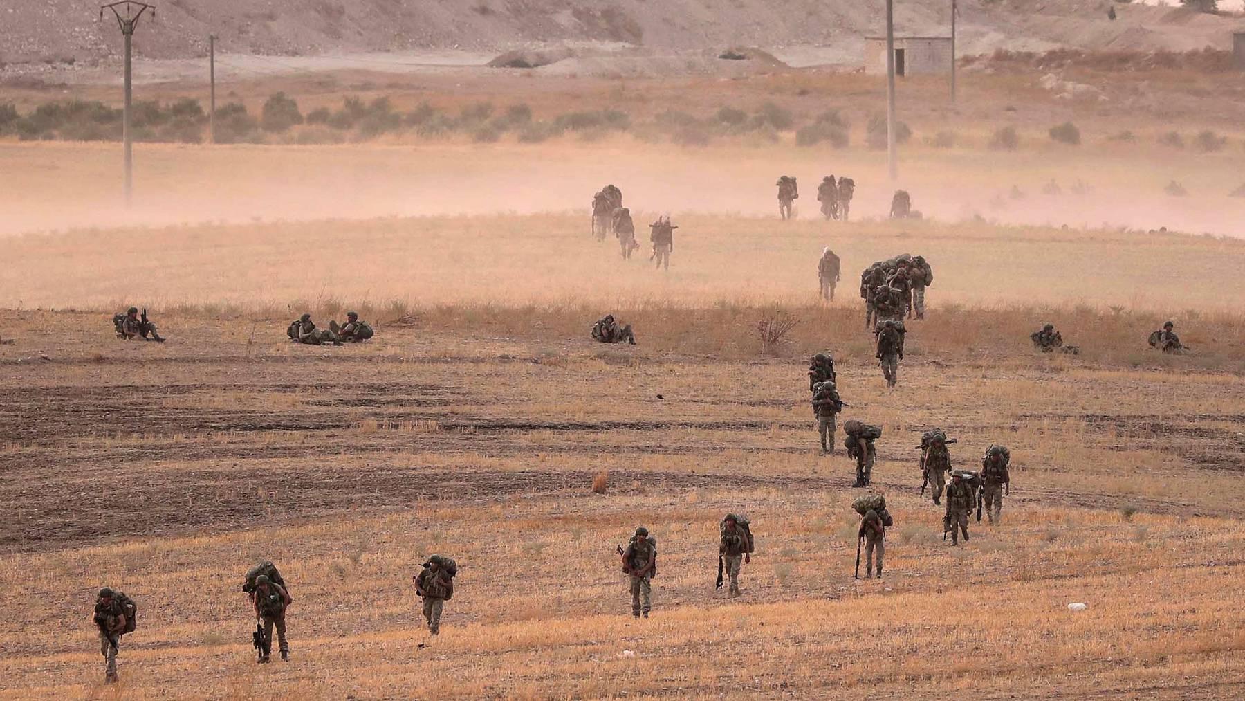 Türkische Truppen auf syrischem Staatsgebiet.