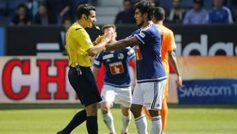 Dario Lezcano wird wegen dieser Tätlichkeit an Schiedsrichter Fedayi San gesperrt.