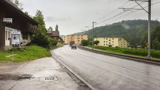 Ortseinfahrt Teufenthal aus Richtung Aarau: In der Gemeinde hat sich ein externer Dienstleister an der Gemeindekasse bedient, ist aber aufgeflogen.