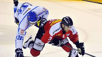 Der Finne Oskar Osala gerät gegen Julien Vauclair ins Straucheln.