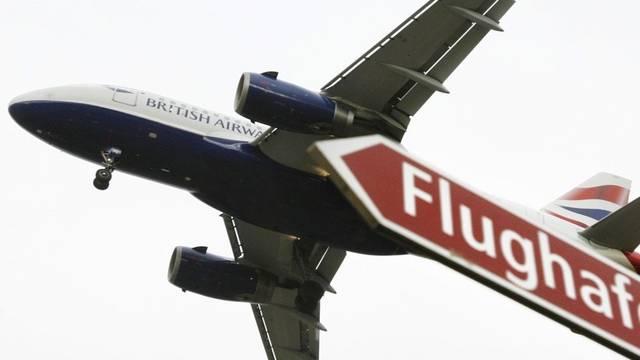 Eine Maschine beim Anflug auf den Flughafen Kloten (Symbolbild)