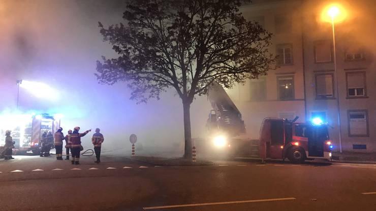 Es war nachts um 2.10 Uhr, am 26.November 2018, als ein Bewohner des Mehrfamilienhauses an der Wengistrasse 40 Rauch im Treppenhaus entdeckte. Er handelte rasch und löste Alarm aus.