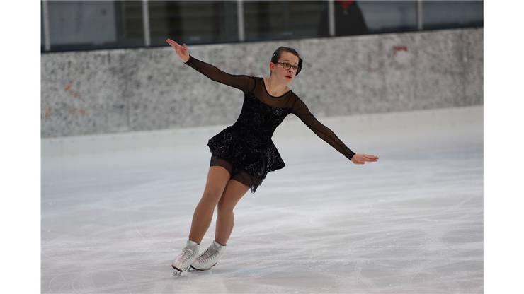 Klaudia Vuleta (Basler Junioren Solo) fegt übers Eis.