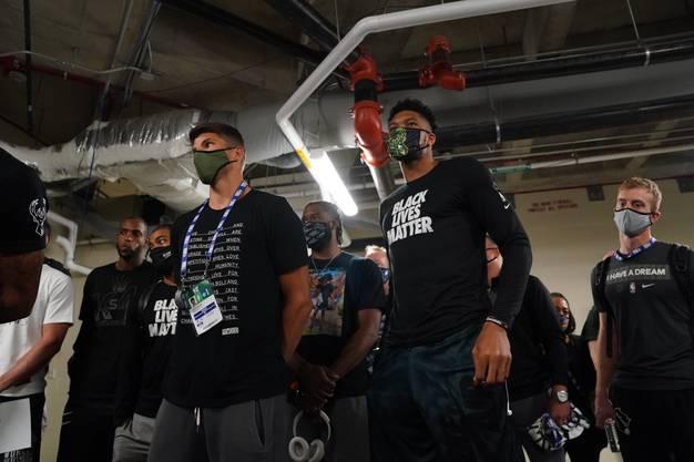 Kyle Korver und Giannis Antetokounmpo von den Milwaukee Bucks verweigerten das NBA-Playoffspiel gegen Orlando.