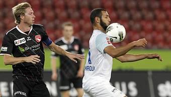 FCZ-Spieler Yassine Chikhaoui nimmt den Ball an.