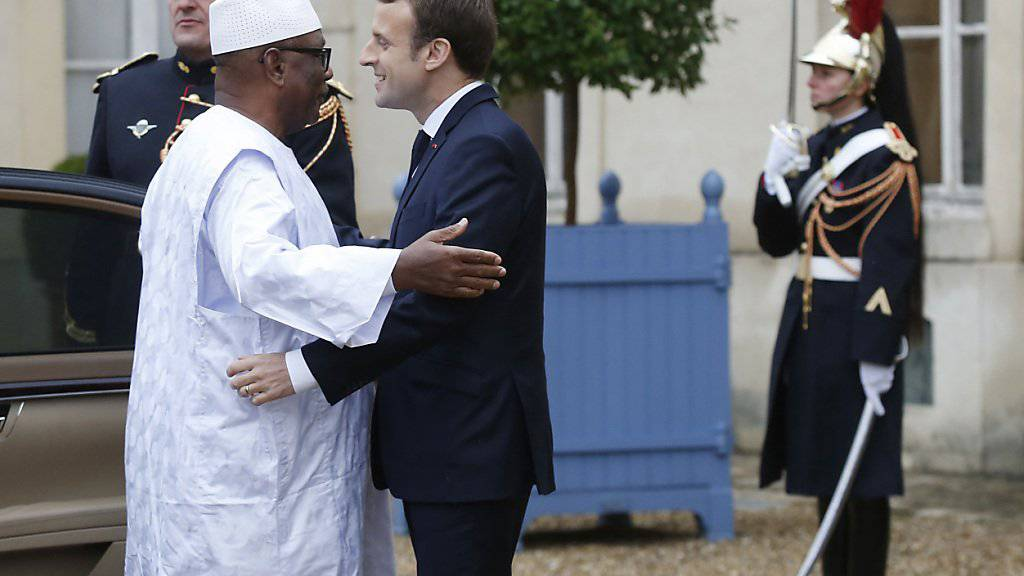 Der französische Präsident Macron empfängt Malis Präsidenten Ibrahim Boubacar Keïta.
