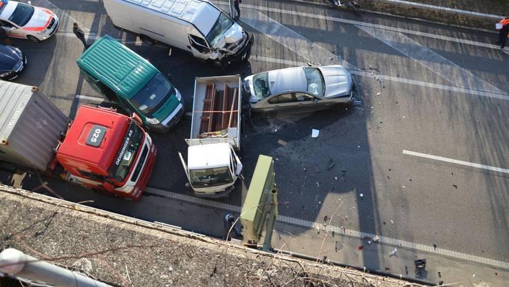 Ein Unfall auf der A2 bei Arisdorf sorgte für kilometerlangen Stau.