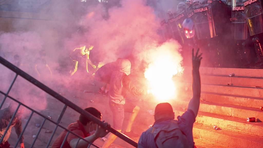 Demonstrationen und Strassenschlachten in Belgrad