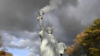 Zum Himmel stinkende Freiheitsstatue: Die Nachbildung stammt vom dänischen Künstler Jens Galschiot und steht derzeit in Bonn.
