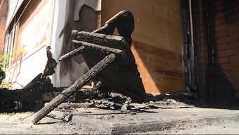 Letzten Samstag brannte das Sigristenhaus in Villmergen. Das gesamte Haus ist komplett verrusst und zum Teil sind auch die Gipsdecken runtergekommen. Trotzdem spricht die Kirche von Glück im Unglück: Denn der Kirchenraum war vom Brand nicht betroffen, so dass nach wie vor Gottesdienste durchgeführt werden können.