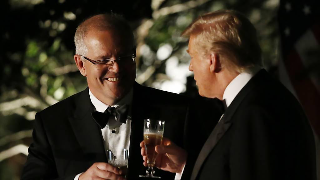 US-Präsident Donald Trump (rechts) hat den australischen Premierminister Scott Morrison (links) um Informationen zur Untersuchung des Russland-Sonderermittlers Robert Mueller gebeten. (Archivbild)