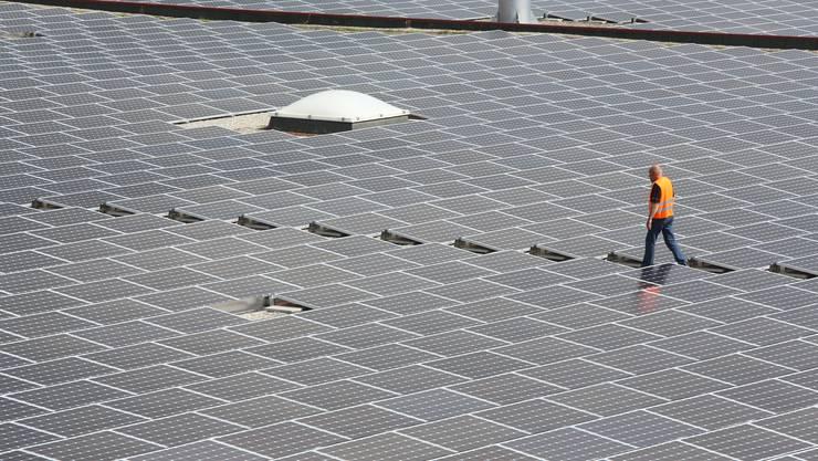 Bei Neubauten soll vermehrt auf Solarenergie gesetzt werden. (Symbolbild)