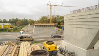 Im Sommer 2016 soll die neue Brücke über die deutsche Autobahn bei Märkt fertig sein.