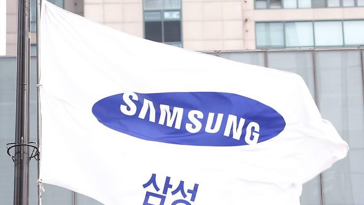 Wenige Tage vor dem geplanten Termin hat Samsung den Verkaufsstart des ersten Smartphones mit Falt-Display verschoben. Zuvor waren Display-Probleme bekannt geworden. (Archivbild)