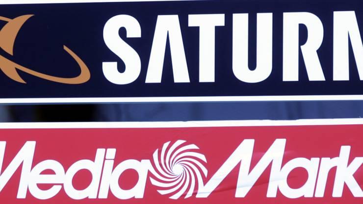 Die kriselnde Elektronikhandelsholding Ceconomy hat im wichtigen Weihnachtsgeschäft bei einem leichten Umsatzrückgang den Gewinn gesteigert. Der Mutterkonzern von Media Markt und Saturn fuhr dabei erste Früchte seines Sparprogramms ein. (Archiv)