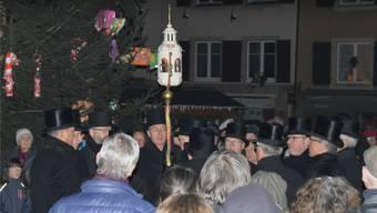 Die Sebastiani-Bruderschaft am Storchenbrunnen in Rheinfelden. hgr/Archiv