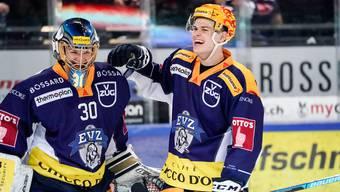 Ob Hockeystars wie die Zuger Leonardo Genoni (Torhüter) und Gregory Hofmann (Topskorer) auf Lohn verzichten werden?