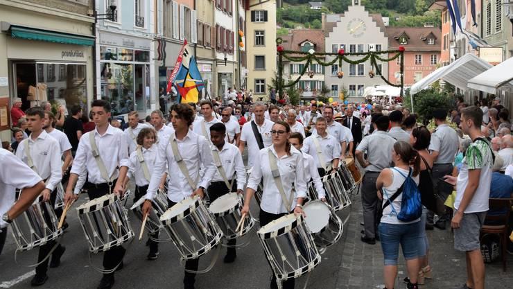 Das Brugger Jugendfest ist lanciert;Zapfenstreich-Zug zum Freudenstein