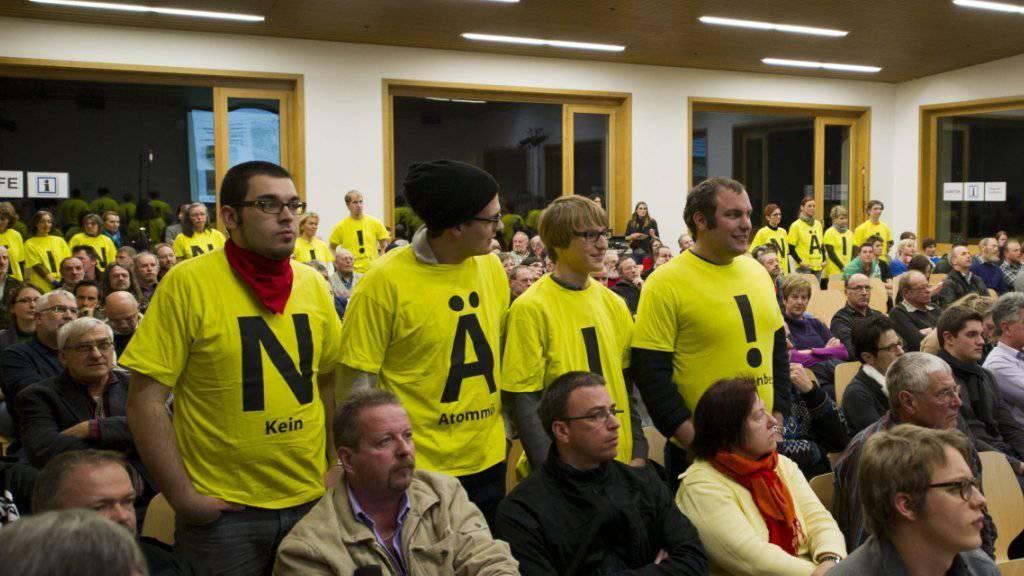 Protest an der Informationsveranstaltung des BFE zu Vorschlägen der Nagra zur Platzierung der Oberflächenanlagen von Tiefenlagern im Wellenberg in Wolfenschiessen NW im Februar  2012. (Archiv)