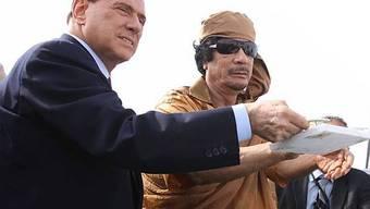 Berlusconi mit Gaddafi in Libyen