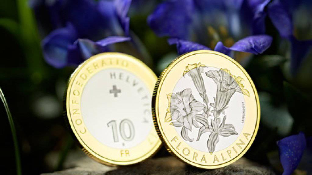 Die Eidgenössische Münzstätte Swissmint gibt eine neue Bimetallmünze zum Enzian heraus. (Bild: Swissmint)