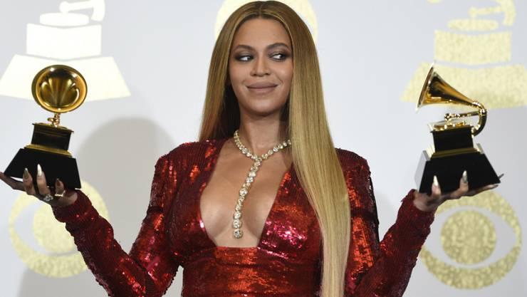 Von Beyoncés Erfolgen träumen viele junge Frauen: Mit einem Förderprogramm will die Grammy-Gewinnerin nun jungen Studentinnen zu einem optimalen Start in die Berufskarriere verhelfen. (Archivbild)