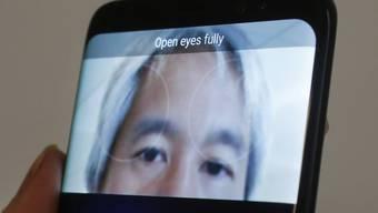 Der Iris-Scanner des Smarthones Samsung Galaxy S8. (Archiv)