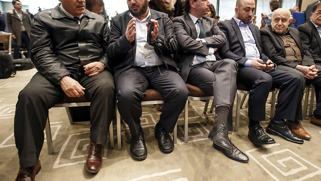 Teile des sogenannten Hohen Verhandlungskomitees, das grösstenteils die Friedensgespräche in Genf verlassen hat. Grund sind Luftangriffe des Assad-Regimes, bei denen Dutzende Zivilisten getötet worden sein sollen.