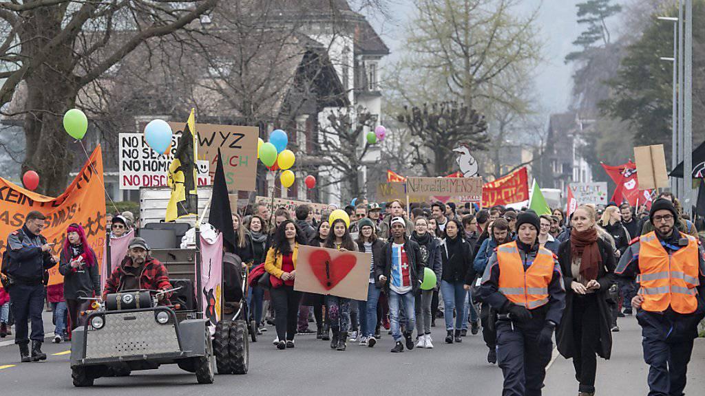 Anti-Rassismus-Demo von Rechtsextremen gestört