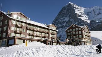 Auf der Kleinen Scheidegg mussten wegen eines Sturm 200 Personen über Nacht im Berghotel ausharren (Archivbild).