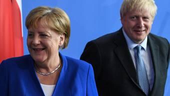 Die Chemie schien zu stimmen bei der abschliessenden Pressekonferenz im Kanzleramt in Berlin zwischen Gastgeberin Angela Merkel und dem britischen Premier Boris Johnson.