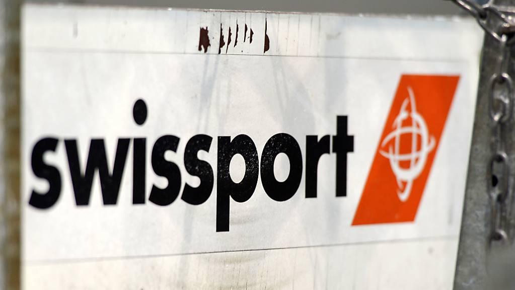 Künftig sollen ausländische Übernahmen von Schweizer Firmen - wie des Flugzeugabfertigers Swissport - genehmigungspflichtig sein. Der Bundesrat hat die Eckpunkte einer sogenannten Investitionskontrolle definiert. (Themenbild)