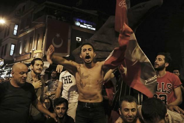 Imamoglus Unterstützer gingen gestern auf die Strassen von Istanbul um zu feiern.