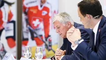 Verbandspräsident Marc Furrer (links) und CEO Florian Kohler verkünden in Bern Neuigkeiten rund ums Eishockey-Nationalteam
