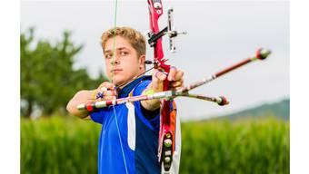Florian Faber, der als grösstes Schweizer Talent im Bogenschiessen gilt, hat sich für die Jugendolympiade in Nanjing qualifiziert.