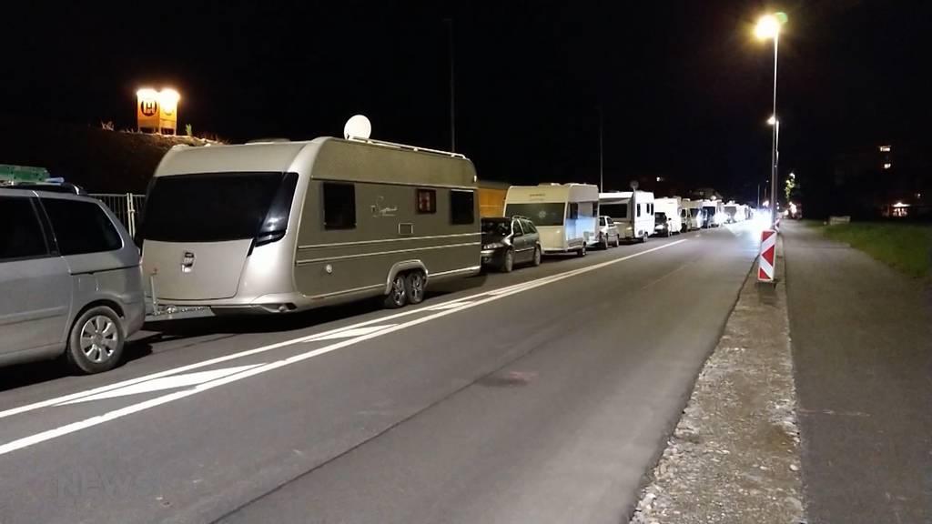 Wohnwagen blockieren Strasse: Fahrende sorgen in Zuchwil für Unruhe