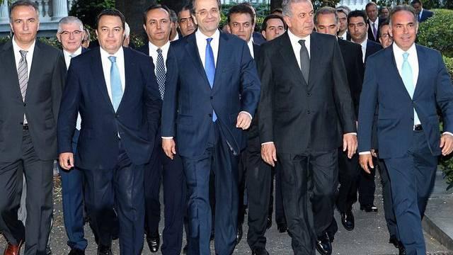 Regierungschef Samaras (Mitte) mit seinem Kabinett