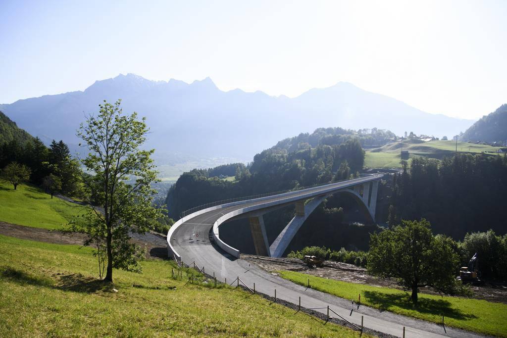 Am 22. Juni wird die Brücke dem Verkehr übergeben. (© Keystone/Gian Ehrenzeller)