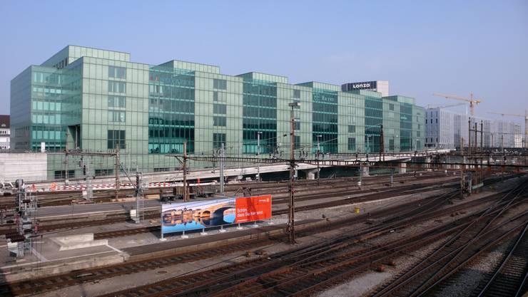Bisher zieren nur wenige Schriften das Peter-Merian-Haus beim Basler Bahnhof. Das soll sich nun ändern.Juri Weiss/bs.ch