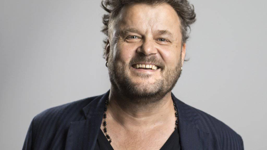 Musiker, Familienmensch und Bediensteter seines Sohnes: Patent Ochsner-Sänger Büne Huber liebt alle seine Ämter über alles (Archiv).