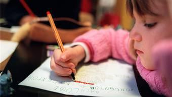 Spielerisch deutsch lernen. Die Regierung will ein Pilotprojekt lancieren, das fremdsprachige Kleinkinder zu Deutschkursen verpflichtet.