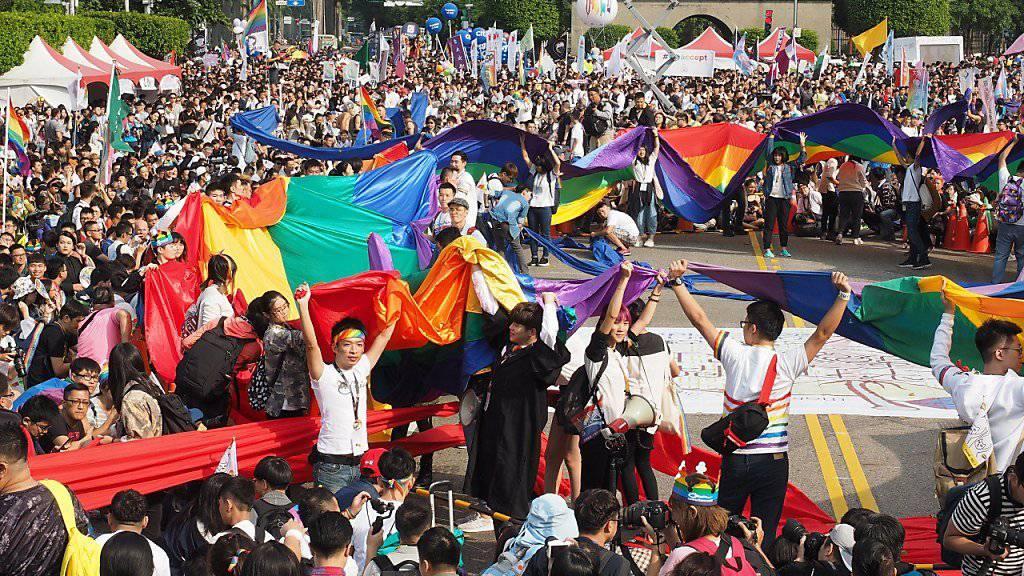 Die Teilnehmer der Gay-Pride in Taipeh forderten ein Gesetz zur Einführung der gleichgeschlechtlichen Ehe.