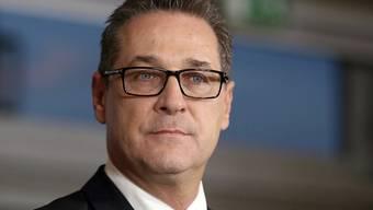 Der österreichische Vize-Kanzler Strache von der rechtspopulistischen FPÖ ist in der Kritik. Prominente deutsche TV-Journalisten haben seine Angriffe auf den Sender ORF in Österreich angeprangert. (Archivbild)