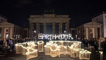 Das Brandenburger Tor in Berlin selbst für einmal ohne Beleuchtung.