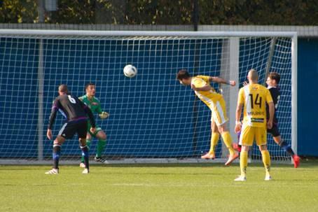 Letztlich gab es einen ungefährdeten Sieg für die U21 vom FC Basel. Hier ein wuchtiger Kopfball eines Zürchers.