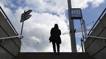 Am Zürcher HB war die Frau von einem 18-Jährigen sexuell genötigt worden. (Symbolbild)