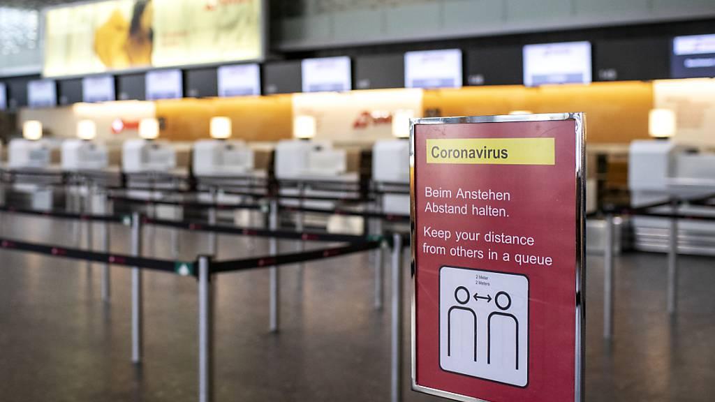 Flughafen Zürich fährt Betrieb langsam hoch. (Archiv)