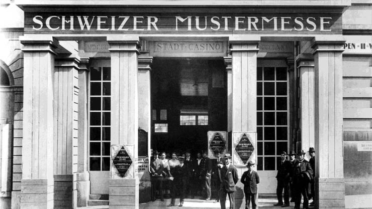 Mangels Ausstellungsräumen fand die erste Schweizer Mustermesse 1917 im Stadtcasino statt. Schon 1918 zügelte die Messe an den heutigen Standort.