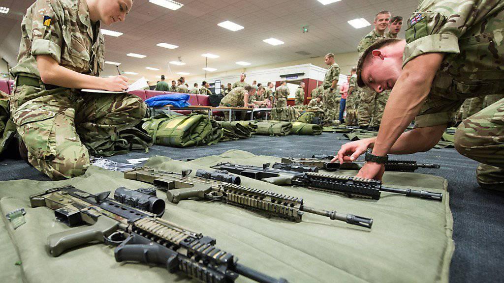 Als Kleinwaffen gelten alle Waffen, die von einem Menschen oder einer kleinen Gruppe getragen oder die von einem Lasttier oder einem leichten Fahrzeug transportiert werden können. (Symbolbild)