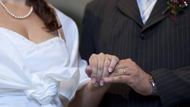 Die Heiratsstrafe soll abgeschafft werden, fordert die CVP. (Symbolbild)